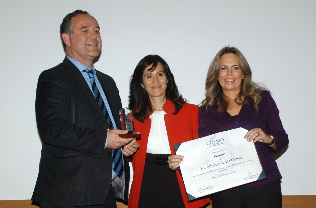 UNESCO Chair Director receives COEBIO award in bioethics in Mexico City